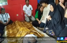 Tolak ke Rumah Sakit, Yon Koeswoyo Ingin Meninggal di Rumah - JPNN.com