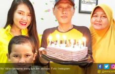 Via Vallen Beri Kejutan untuk Ayahnya - JPNN.com