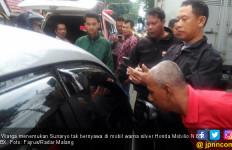 Pria Tewas di Mobil yang Mesinnya Masih Menyala, Heboh! - JPNN.com