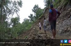 Longsor Setinggi 15 Meter Timpa Warga - JPNN.com