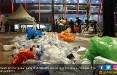 Payah! Suporter Tinggalkan Tumpukan Sampah di GBK - JPNN.com