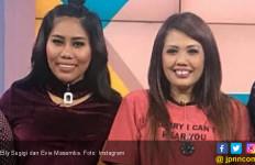 Ely Sugigi dan Evie Masamba Dibilang Kembar, Cantik Mana? - JPNN.com