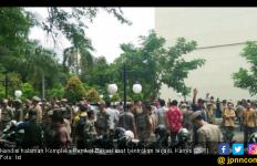 Polisi Buru Provokator Bentrok Ormas di Kantor Pemkot Bekasi - JPNN.com