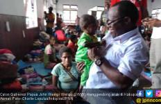 Kunjungi Asmat, Cagub Papua Jhon Wempi Serahkan Bantuan - JPNN.com