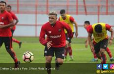Cristian Gonzales Resmi Gabung PSS Sleman - JPNN.com