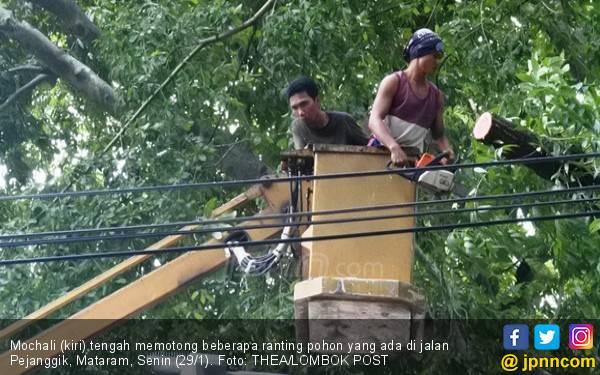 Berbekal Kapak, Kuat dan Tenang dengan Baca Selawat Nabi - JPNN.com