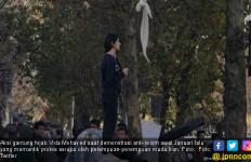 Aksi Gantung Hijab, Gadis Iran Dihukum 1 Tahun Penjara - JPNN.com