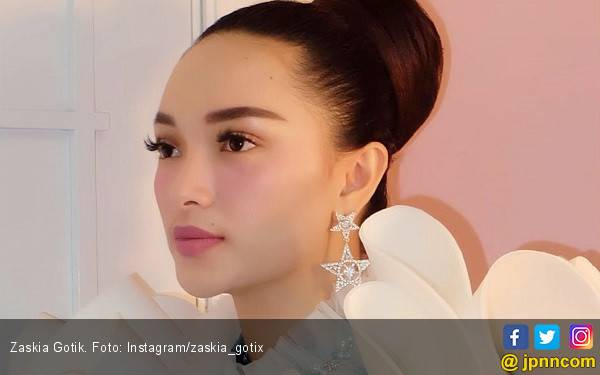 Zaskia Gotik Ngebet Nikah Tahun Ini - JPNN.com