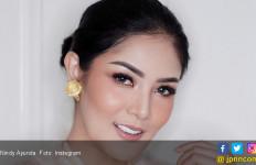 Pertama Kali Umrah, Nindy Ayunda Deg-degan Tinggalkan Anak - JPNN.com