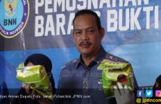 Ratusan Kilogram Ganja Disimpan di Balik Truk Jengkol - JPNN.com