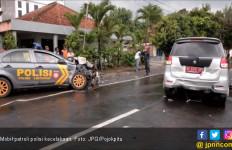 Mobil Patroli Polisi Alami Kecelakaan Sampai Penyok Begini - JPNN.com