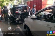 Istri Buntuti Suami, Sengaja Tabrakkan Mobil, Braak! - JPNN.com