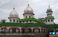 Hendak Salat Subuh di Masjid, Ustaz Zaini Diserang 3 Orang - JPNN.com