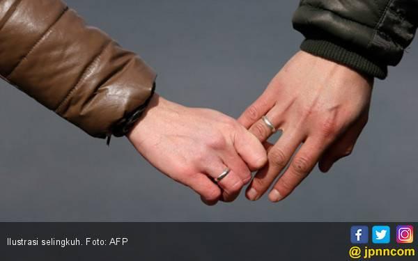 Suami Masuk Penjara, Istri Bebas Selingkuh dengan Anak Buah - JPNN.com