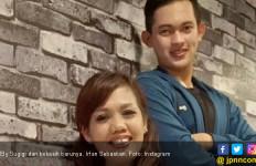 Setia Dampingi Ely Sugigi, Irfan Panen Sindiran - JPNN.com