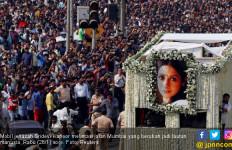 Ribuan Fan Antre Sejak Pagi demi Jenazah Sridevi Kapoor - JPNN.com