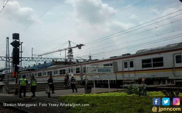 Ada Tawuran, Perjalanan KRL di Stasiun Manggarai Terganggu - JPNN.com