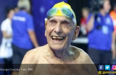 Salut! Kakek 99 Tahun Pecahkan Rekor Dunia Renang - JPNN.com
