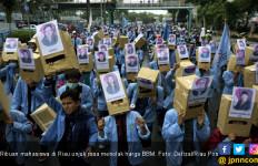 Demo Ribuan Mahasiswa di Riau Panas, 1 Polisi Terluka - JPNN.com