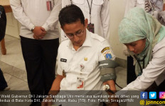 Wuiihh..Sandi Buka Baju Dinas, Pegawai Dinkes Tercengang - JPNN.com