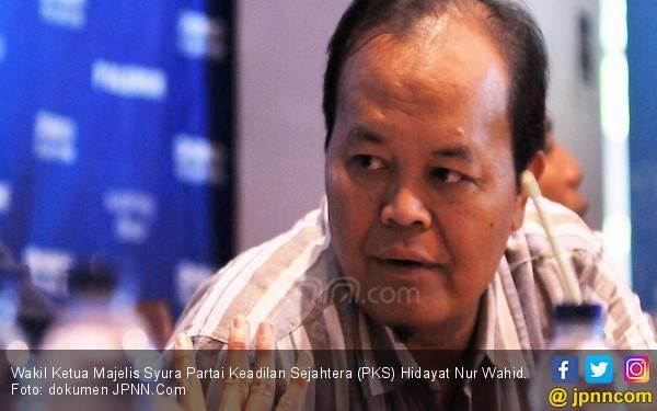 Ustaz HNW Tegaskan Kenaikan Suara PKS Bukan Efek Ekor Jas Prabowo - JPNN.com