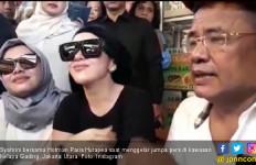 Usai Mangkir, Syahrini Akhirnya ke Sidang First Travel - JPNN.com