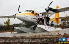 Pesawat Mendarat Darurat di Pantai Ocarina Batam - JPNN.com