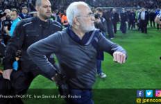 Dengan Pistol di Pinggang, Presiden Protes Wasit PAOK Vs AEK - JPNN.com