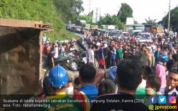 Tabrakan Beruntun di Lamsel, Empat Orang Tewas - JPNN.com