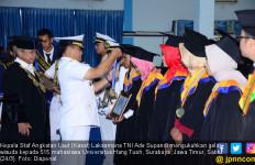 Kasal Mengukuhkan Gelar Wisuda Mahasiswa Hang Tuah - JPNN.com