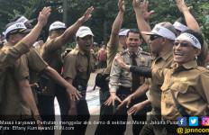Tuntut Kenaikan Gaji, Ribuan Pegawai Perhutani Demo di Monas - JPNN.com