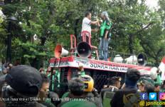 Ribuan Ojek Online Jabodetabek Demo di Seberang Istana - JPNN.com