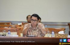Arteria Dahlan Heran Revisi UU Dituding Melemahkan KPK - JPNN.com