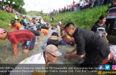 Ceria Bersama Kang Hasan, dari Ngobeng hingga Bakar Ikan - JPNN.com