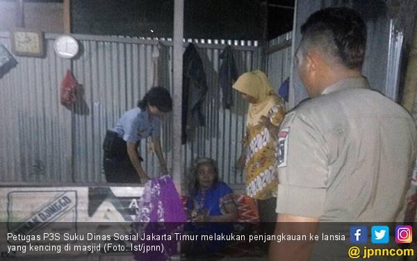 Lansia Kencing di Masjid, Warga Ciracas Kelabakan - JPNN.com