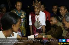 Mensos Idrus Marham Serahkan Bantuan PKH untuk Warga Belu - JPNN.com