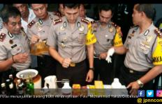 Ratusan Botol Miras Disita dari Warung di Jalan Pantura - JPNN.com