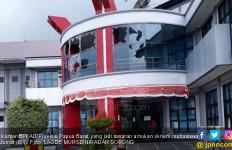 Mahasiswa Mengamuk, Jendela Kantor Gubernur Hancur - JPNN.com