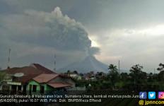 Sinabung Erupsi 5 Km, Warga Diminta Waspadai Lahar Dingin - JPNN.com