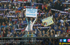 Oknum Suporter Lempar Botol, Arema FC Kena Sanksi Komdis PSSI - JPNN.com