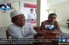 Berpose Salam Dua Jari, 2 PNS Dilaporkan ke Panwaslu - JPNN.com