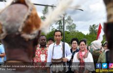Jokowi Diberi Gelar Kambepit, Panglima Perang Asmat - JPNN.com