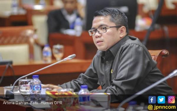 PKB Usulkan 10 Menteri, PDIP: Kami Tak Mau Menambah Beban Pak Jokowi - JPNN.com