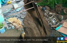Hujan Deras, Kota Sungai Penuh Diterjang Banjir dan Longsor - JPNN.com