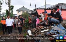 Blusukan di Banjarnegara, Jokowi Temui Warga Korban Gempa - JPNN.com
