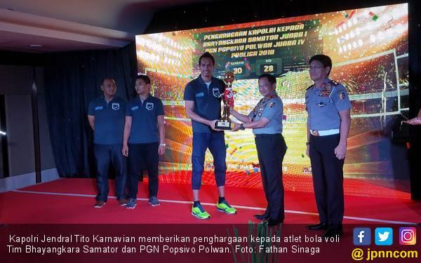 Kapolri Beri Penghargaan kepada Tim Bola Voli - JPNN.com