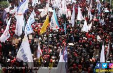Ribuan Buruh Pilih Gelar Panggung Hiburan di Alun-alun Bekasi - JPNN.com