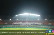 Indonesia Vs Bahrain: Bendera Raksasa Penyemangat Tim Garuda - JPNN.com