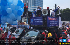 Massa Demo Buruh Minta Fadli dan Fahri Keluar - JPNN.com