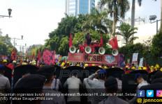 Sempat Kacau, Massa Demo Buruh Coba Terobos Bundaran HI - JPNN.com